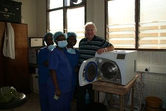 Sterilisator für die Augenklinik in Akwatia